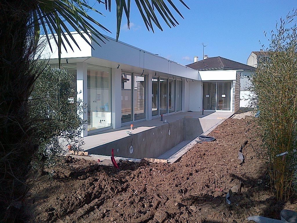 Constructeur maison contemporaine poitiers maison moderne for Constructeur piscine poitiers